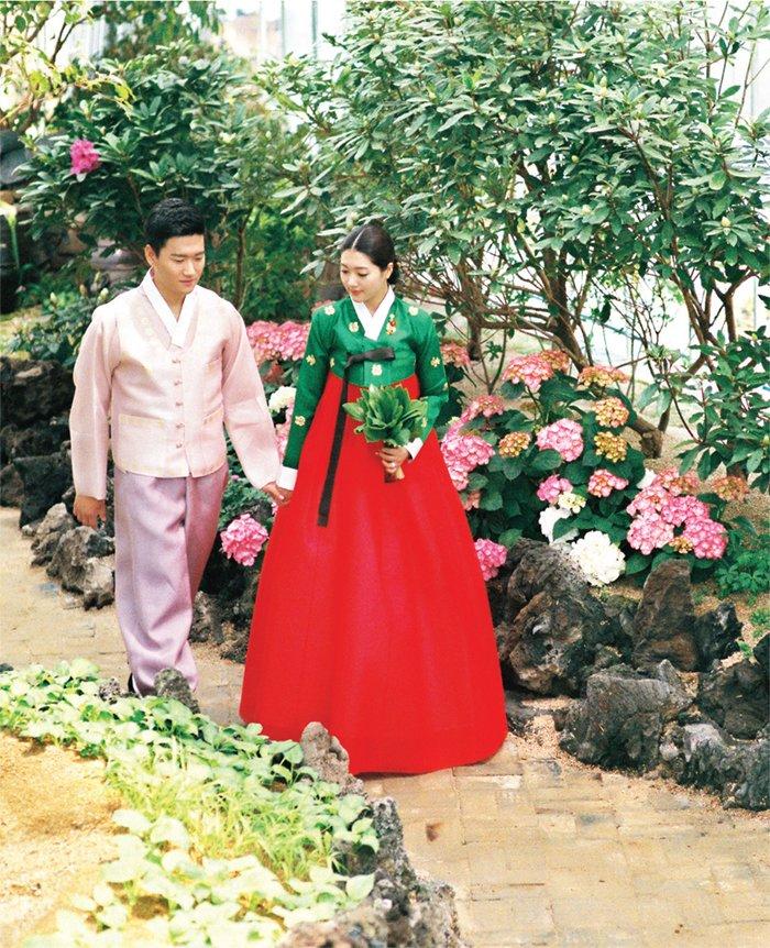 Koreanische Paar in Hanbok